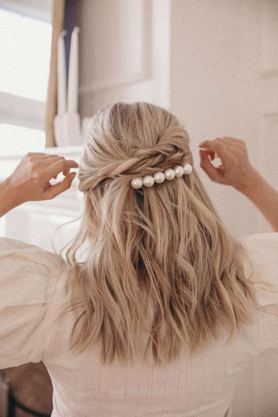 a pearl hair comb spruces up this casual and cool bridal hairstyle