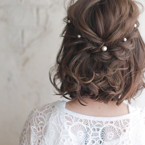 pearl hairpins contrast the dark hair and make the casual and simple look more delicate