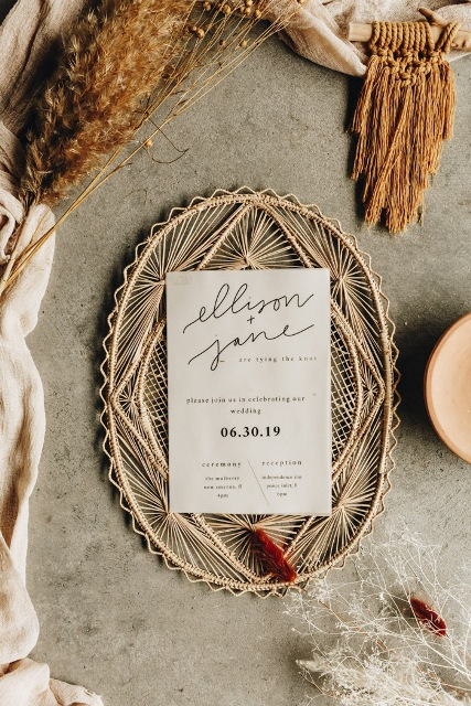 Minimalistic designed invitations added a chic and an elegance to this wedding