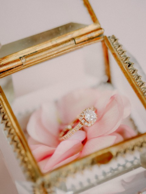 The ring was in the transparent box with a pale pink rose
