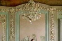 You don't even have to create a photo zone by your hands, because all decor details of Nischwitz Castle are so beautiful: just stand near the gorgeous decorated wall and you'll get memorable pictures
