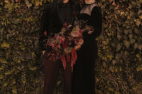 01 This couple went for a Gothic Halloween wedding in moody shades and with refined touches