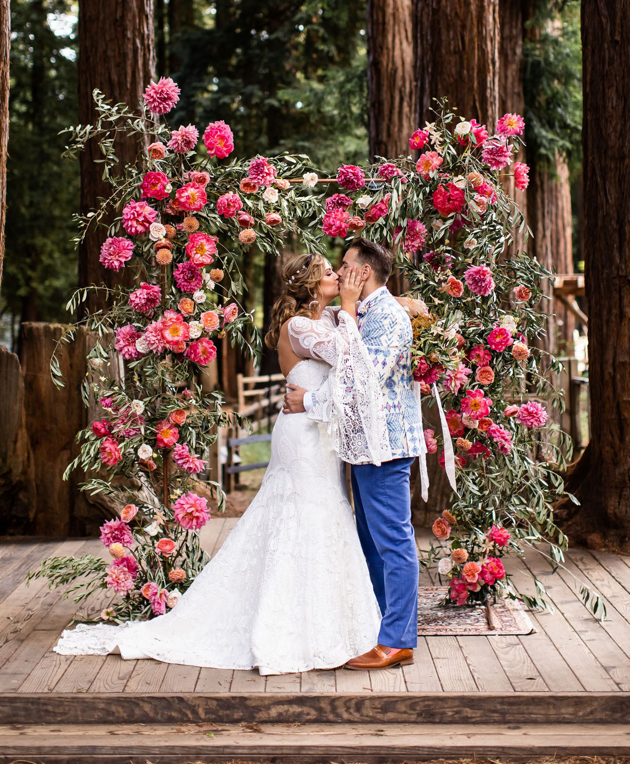 This super bright and fun glamping wedding took a place at a camp and was filled with fun and color
