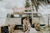 01 This unique boho beach wedding looked like a real Royal mermaid affair, so refined, so neutral and so chic