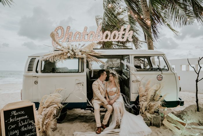 This unique boho beach wedding looked like a real Royal mermaid affair, so refined, so neutral and so chic
