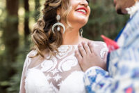 06 The bride accessorized her look with statement earrings