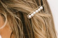 25 a simple and modern gold hair clip with pearls is a stylish idea for a modern or minimalist bride