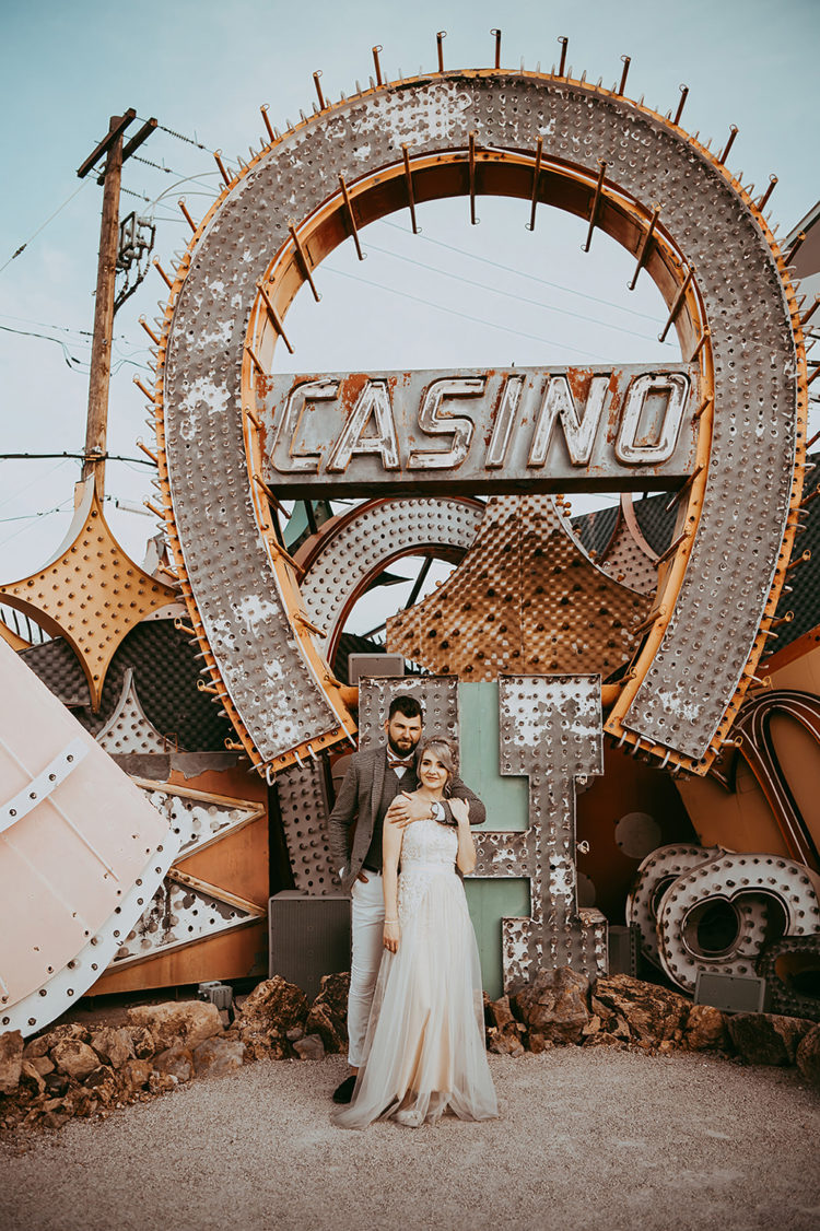 This beautiful couple went for a no fuss wedidng in Las Vegas to have a day for just two of them