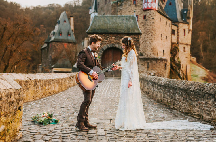 The groom sang a serenade to the bride to impress her