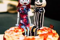07 The bride baked seven bundt cakes and decorated them in Halloween style right for the wedding