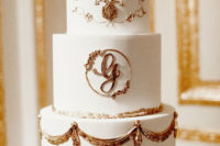 09 The wedding cake was super refined done in white with exquisite gold detailing
