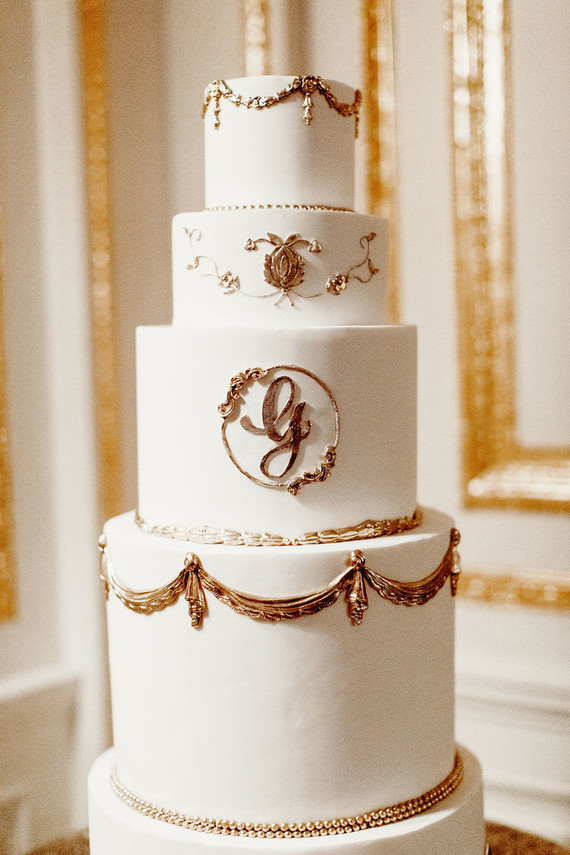 The wedding cake was super refined done in white with exquisite gold detailing