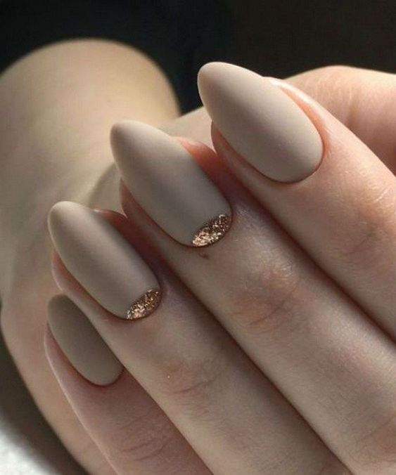 matte off-white bridal nails with a touch of gold glitter on two of them are very chic and stylish