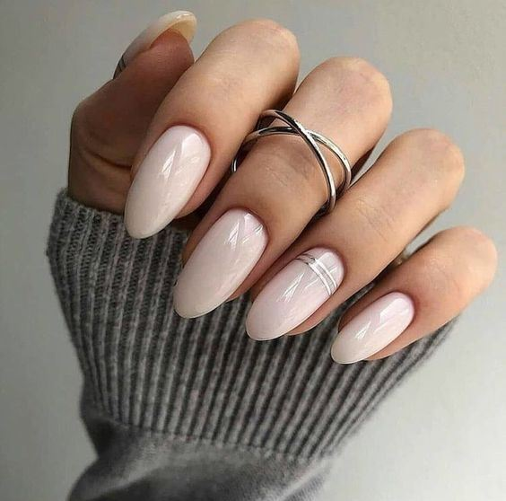 neutral almond nails with silver stripes on the ring finger is a stylish and chic idea for a modern bride