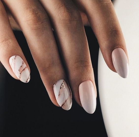 ombre French nails with two marble accent nails and a touch of gold glitter are very trendy