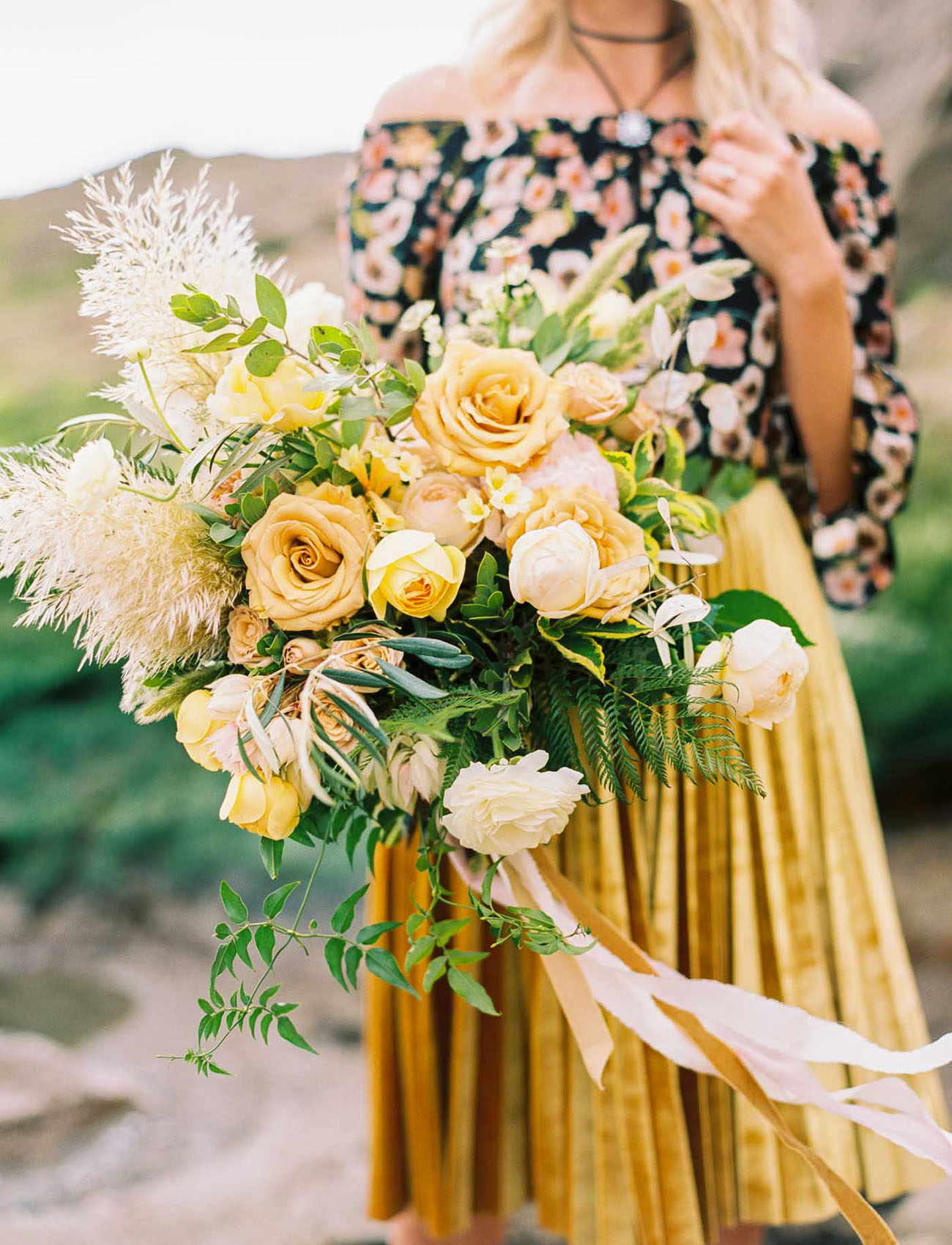 a gold wedding bouquet with roses and peonies, some greenery and fluffy touches for the fall