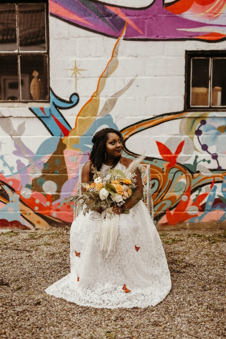 A rustic boho wedding in the city is an unexpected concept, which is pulled of in this wedding shoot