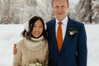 01 This beautiful couple tied the knot in Yosemite Park in winter and enjoyed hiking in the snow