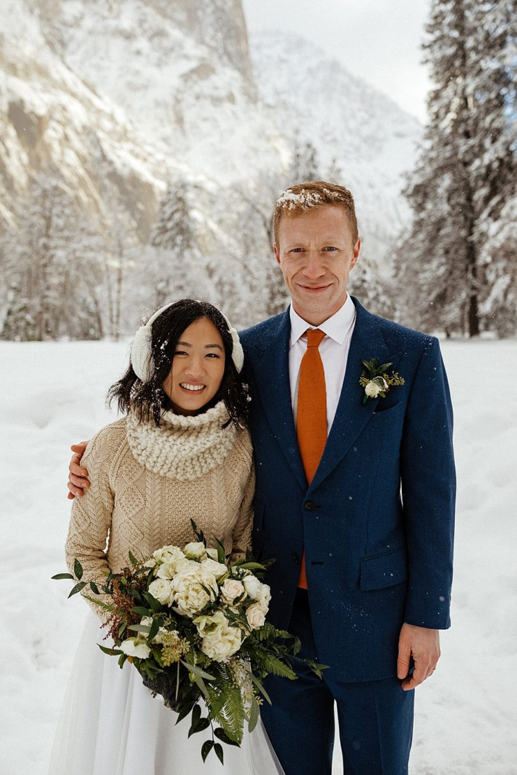 This beautiful couple tied the knot in Yosemite Park in winter and enjoyed hiking in the snow
