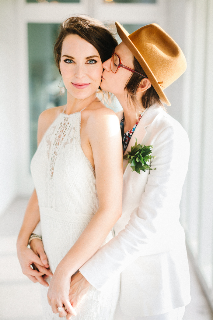 This gorgeous couple pulled off tropical vibes in Texas and went for a minimal wedding