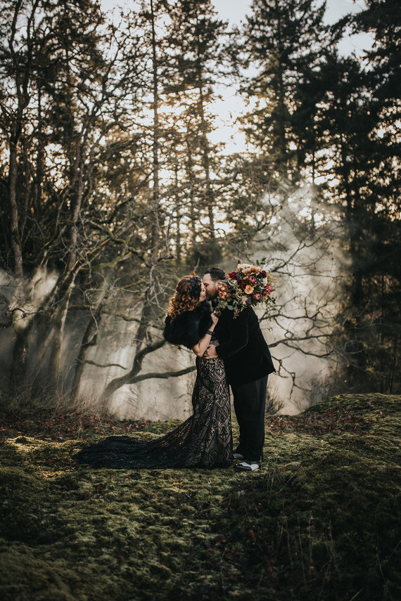 This moody NYE wedding was a unique one, with no glitz and glam but with lots of intimate stuff