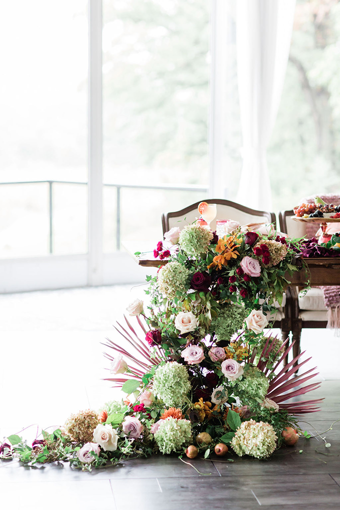 Look at this gorgeous floral runner going down from the table