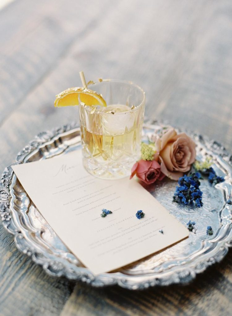 cocktails with edible gold is a quite cool choice for a wedding