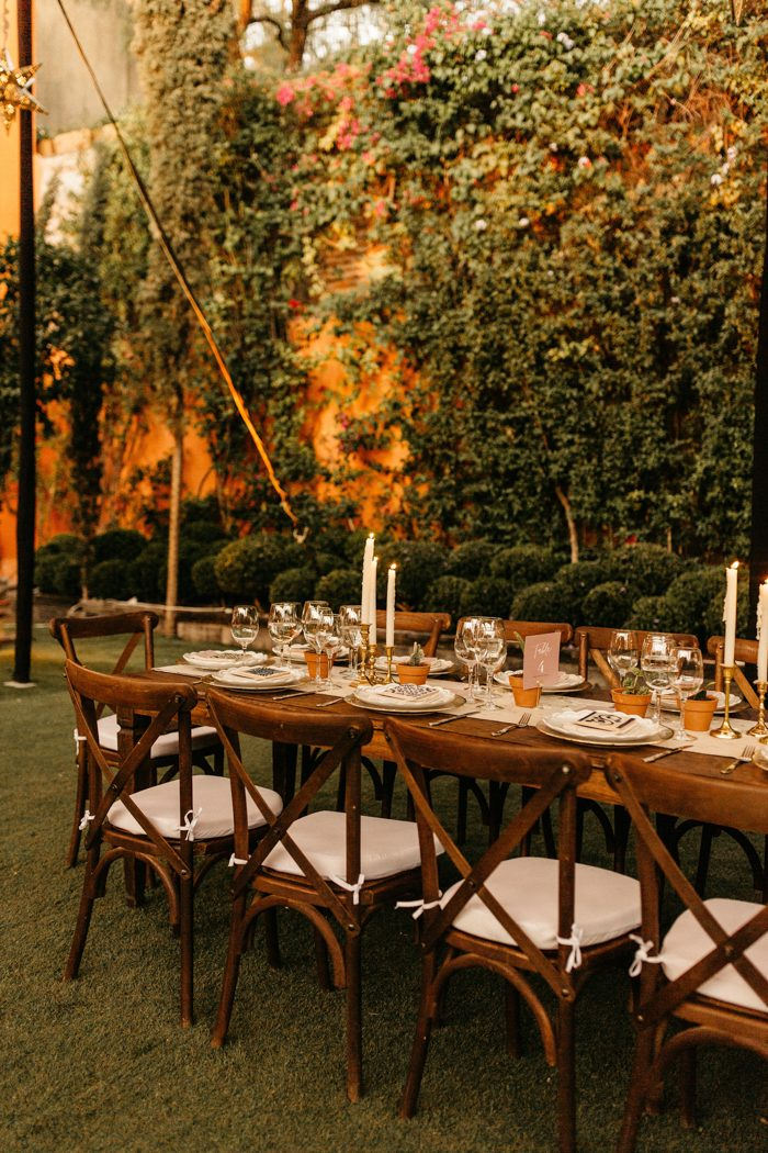 All surrounded with greenery, the reception looked super welcoming and stylish