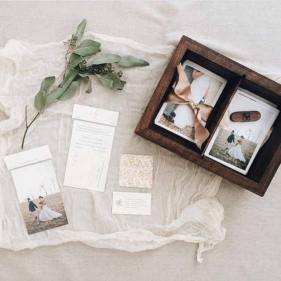 a box for engagement or wedding photos is a stylish and beautiful idea to go for