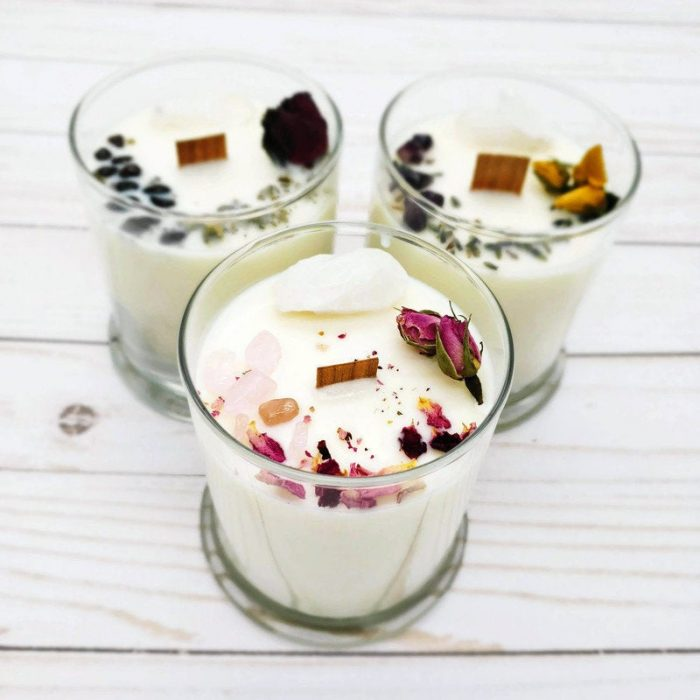a whimsy flower and crystal candle is a chic and beautiful idea to inspire a couple for some candle-lit evenings