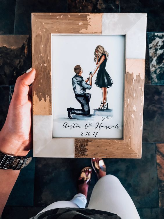 an eye-catchy shabby chic photo frame is a great idea for the best engagement photo or some wedding ones