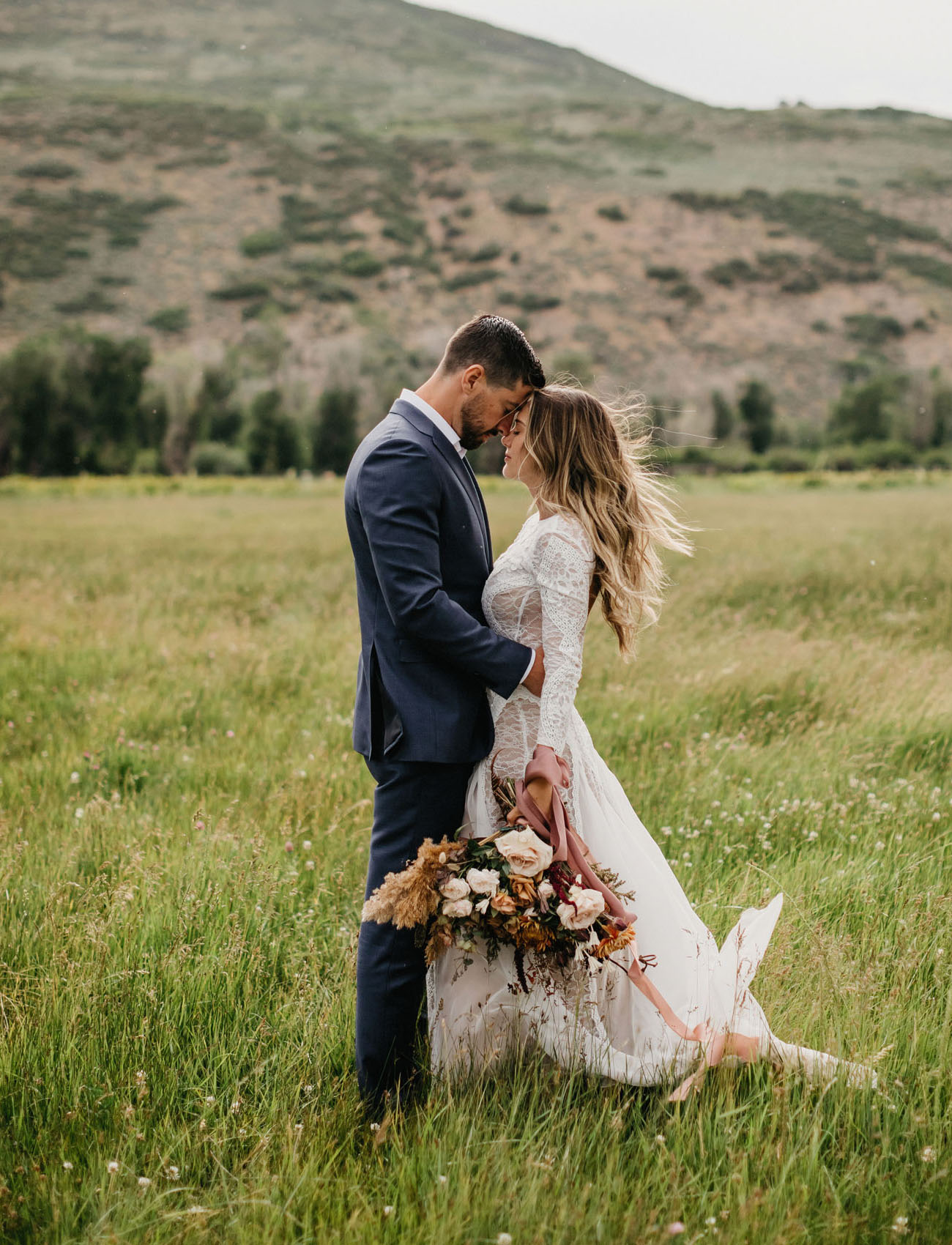 This couple went for a detination wedding in Utah, they love mountains and enjoy the landscape