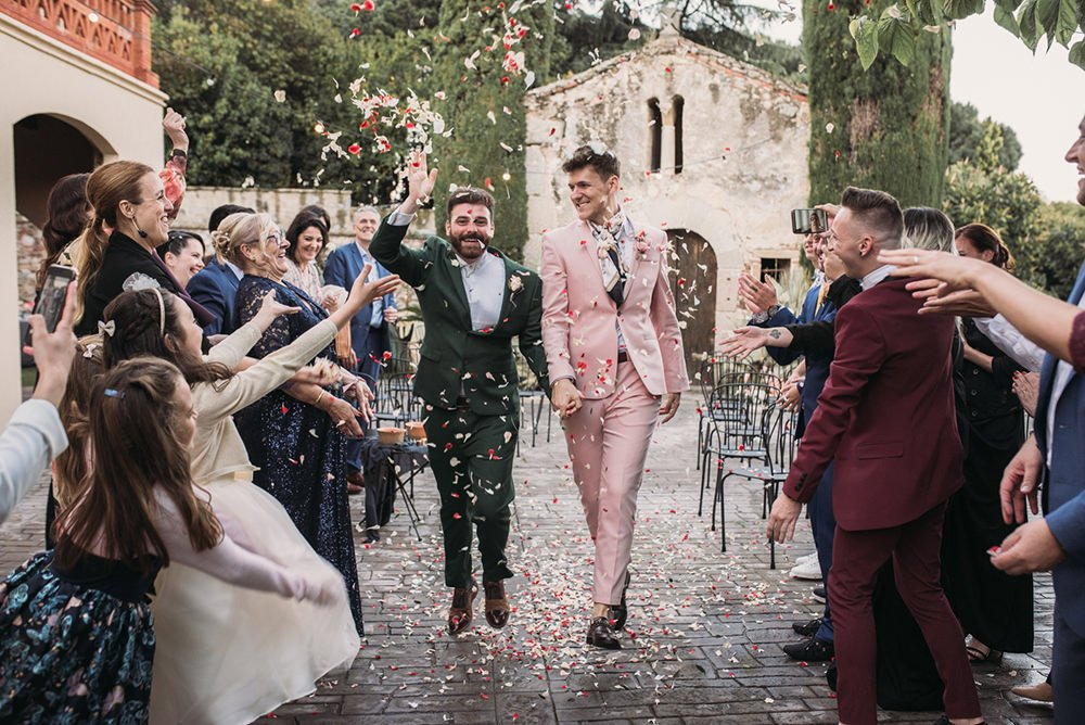 This couple went for a gorgeous and stylish intimate wedding in Barcelona, with tropical touches