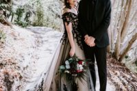 01 This couple went for an elegant and chic Gothic wedding, with no too traditional things