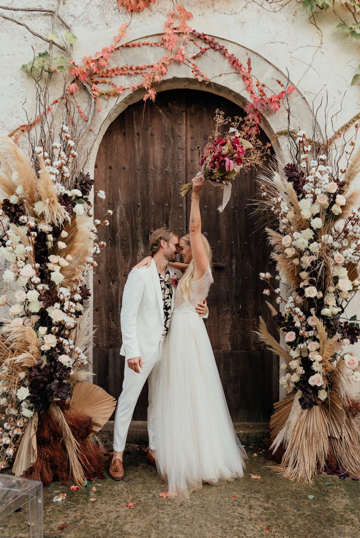 This gorgeous modern yet boho wedding shoot took place at Mallorca and was a real lux boho dream