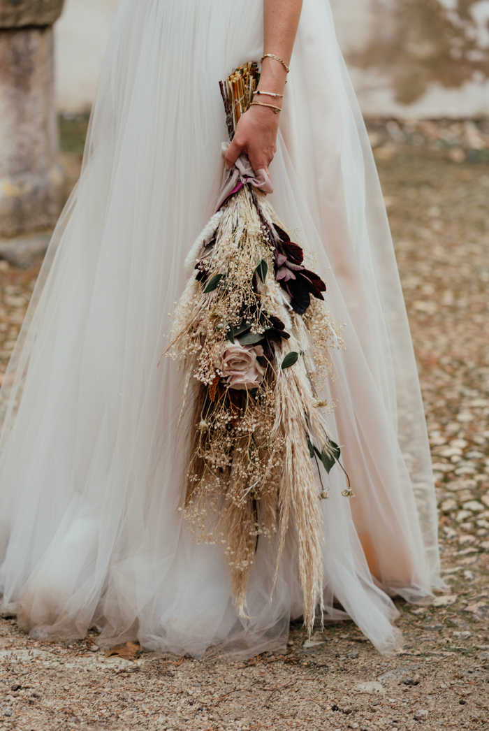 Her bouquet was made of dried blooms and herbs, of neutral flowers and some foliage