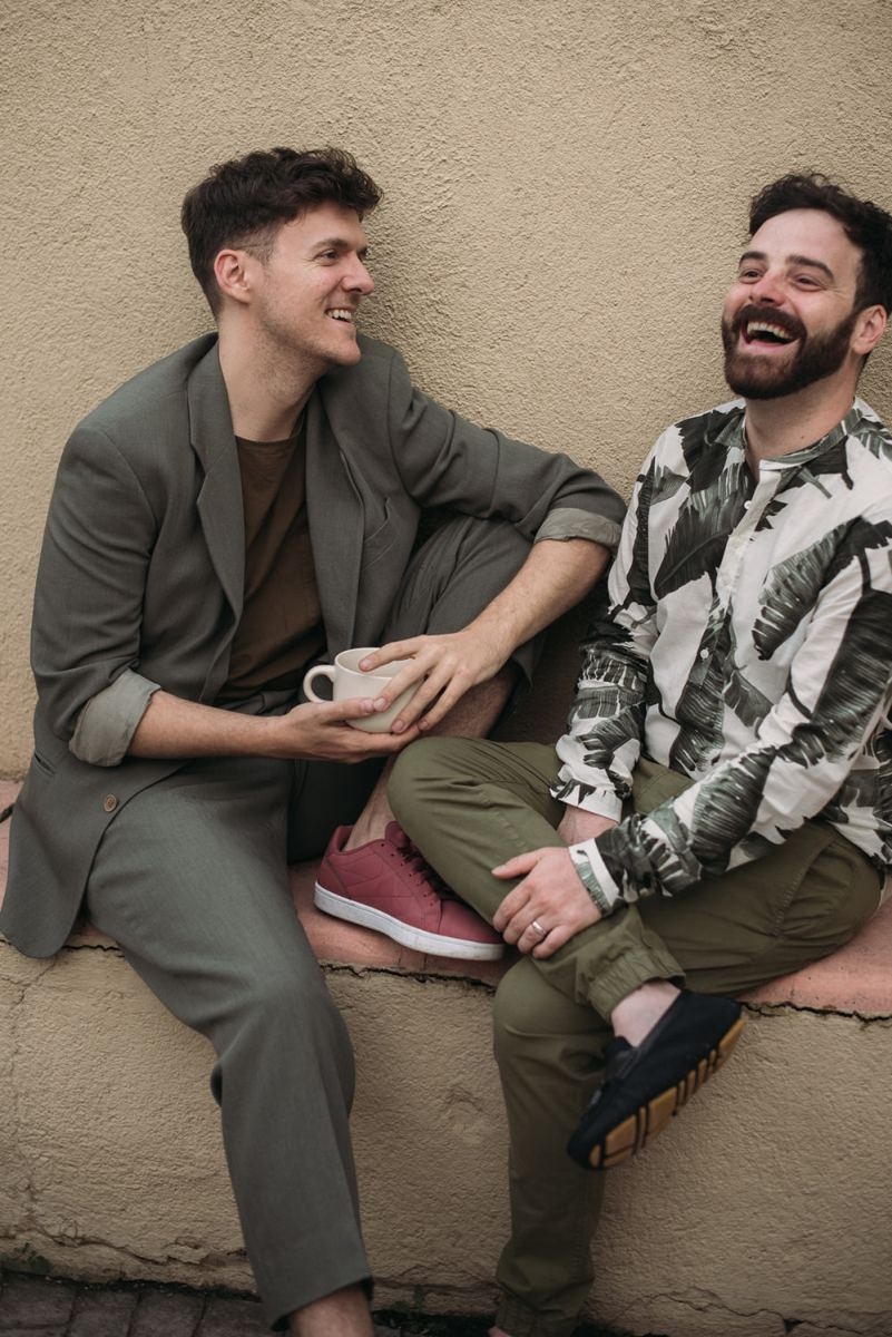 The groomsmen were wearing chic looks, too, a tropical shirt, moccasins, a grey suit with a tee