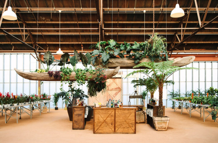 The venue was turned into a real tropical oasis with lots of greenery, plants and even palm trees