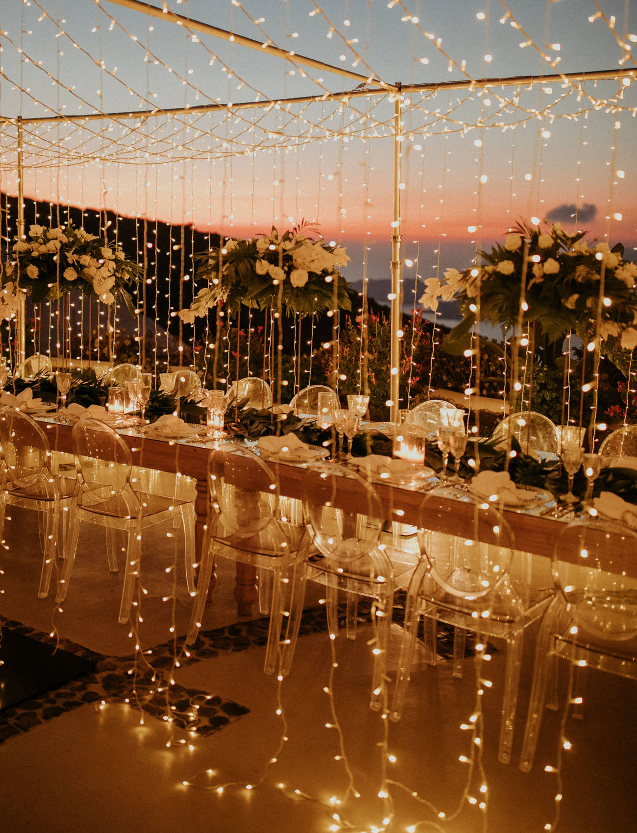 What a magical reception look with gorgeous lights