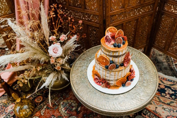 There was a delicious fall wedding cake with dripping and fresh fruits