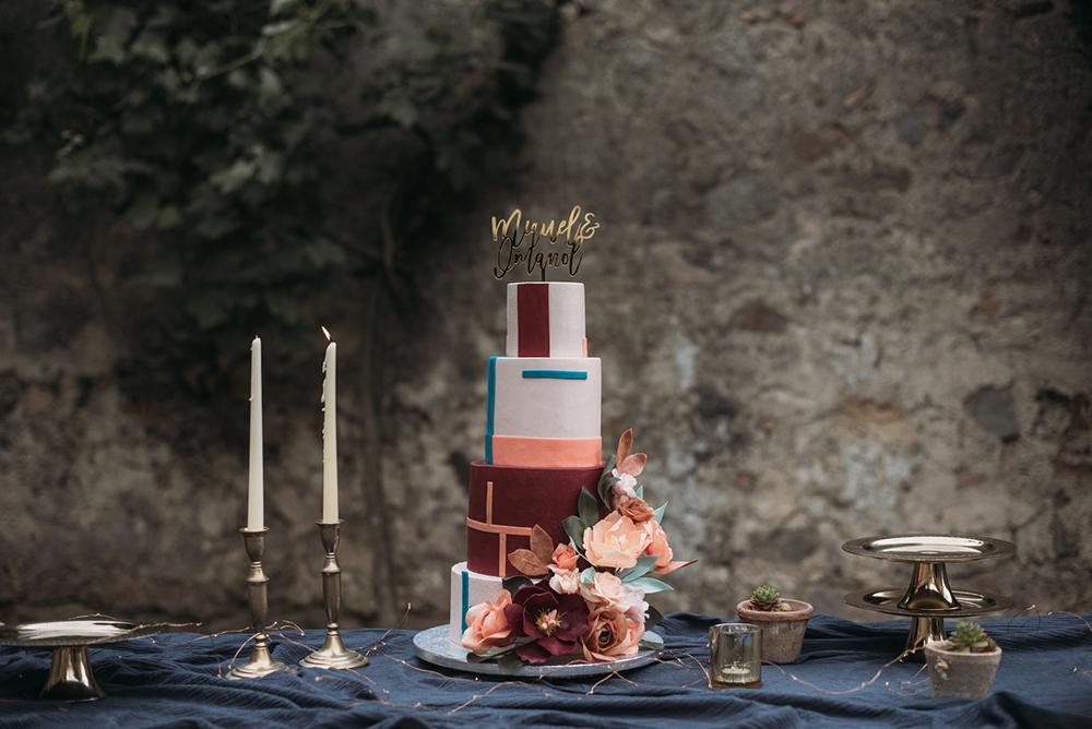 a stylish graphic wedding cake