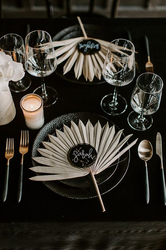 dried fronds to mark the place settings are a very chic and refined idea for a moody wedding