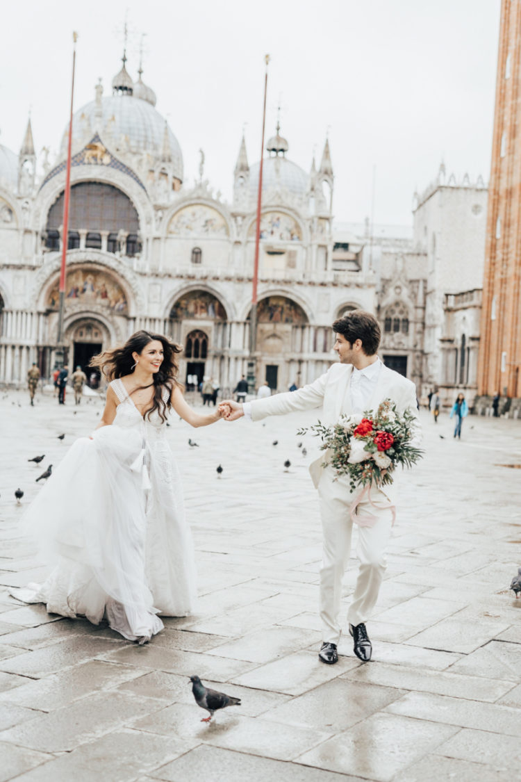 This Venice wedding shoot is full of romance and eternal love that this city is all about