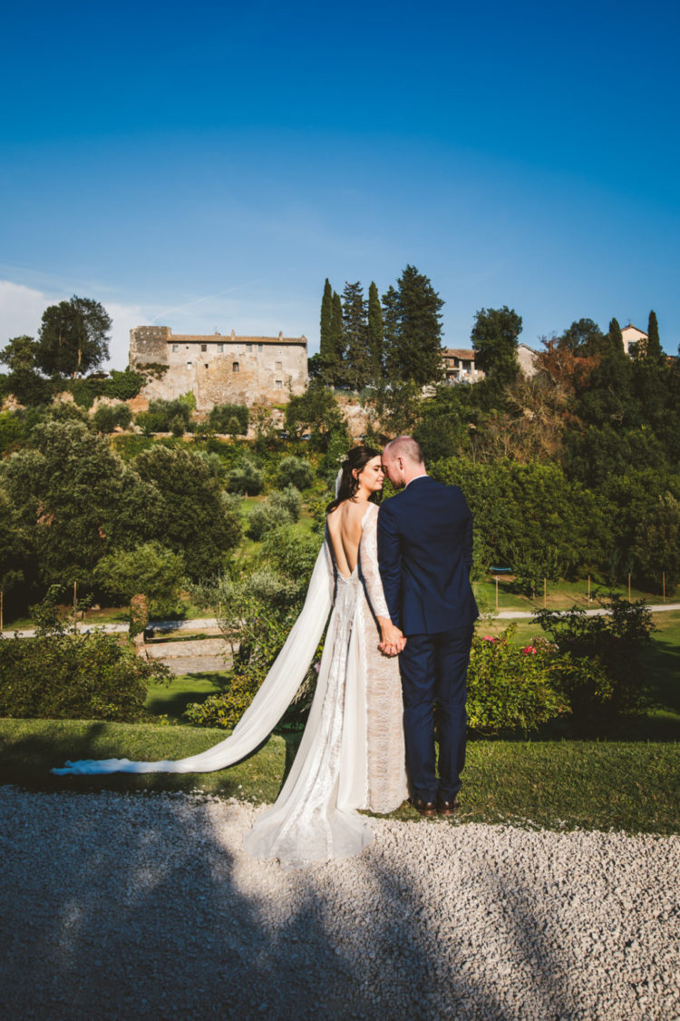 This romantic wedding took place in Italy, it was filled with cool music and with tasty Italian food
