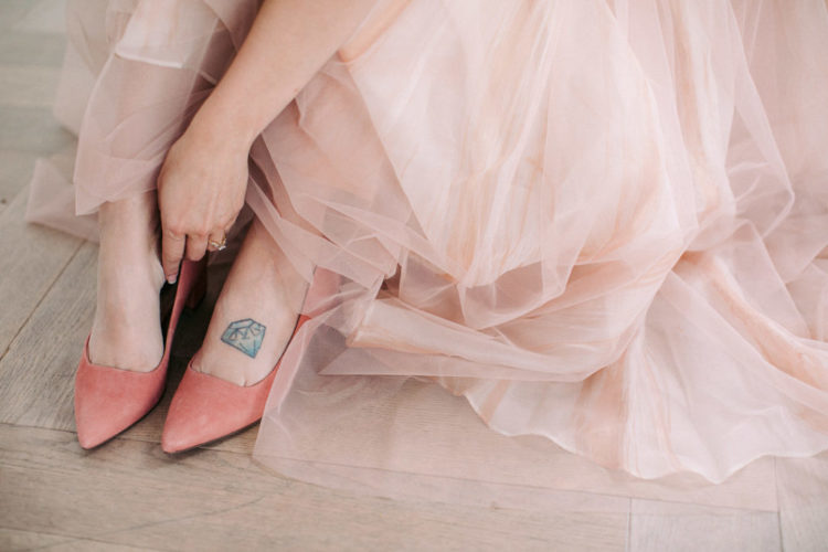 She finished her look with pretty coral shoes that belonged to her grandmother