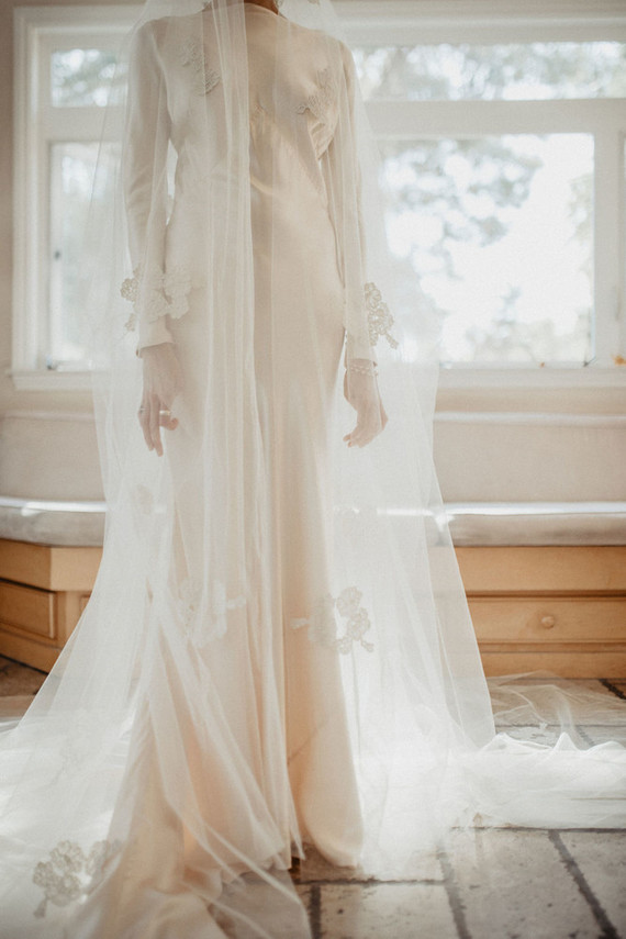 The wedding dress was a silk maxi one with puff sleeves, in 1920s style and there was a long lace veil