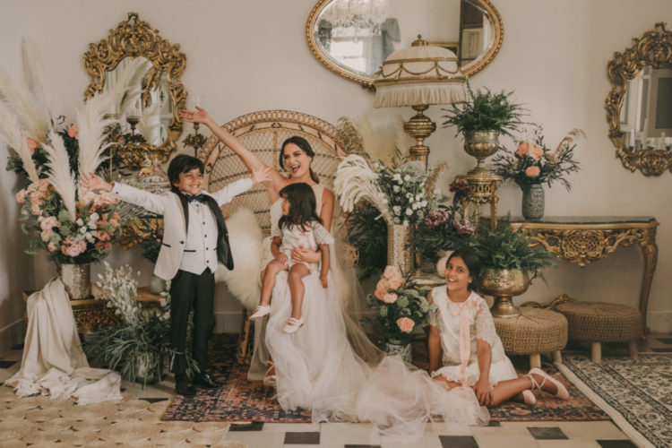 The wedding decor was elegant, boho and glam at the same time, with pink and white flowers and pampas grass