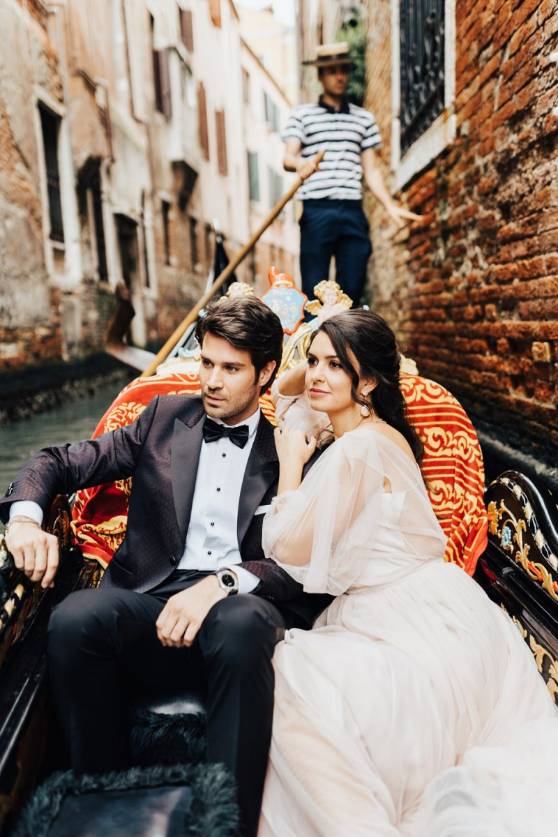 What a wedding without riding a gondola