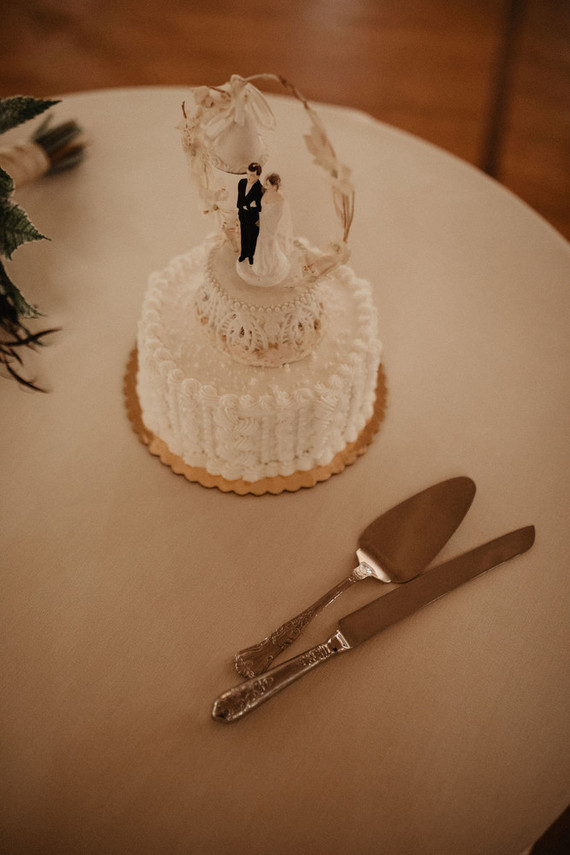 The wedding cake was a textural one, with a wreath, cute vintage toppers and lots of sugar cream