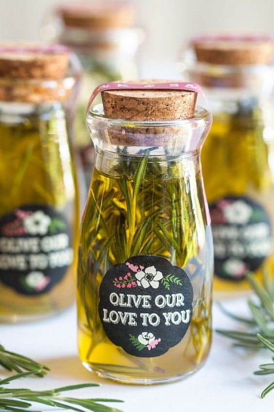 make herbed olive oil yourself and delight your guests with it